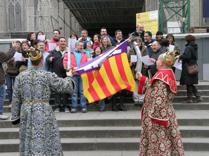 """XXV Aniversario. En Barcelona el equipo de profesionales de la Cooperativa Jovent escenificó la """"Conquista de la capital catalana por parte de los Reyes de Mallorca""""."""